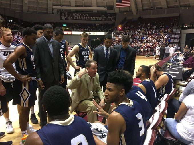 Our @UISAthletics @UISHoops hanging tough @SIU_Basketball https://t.co/Moyu77qW3l