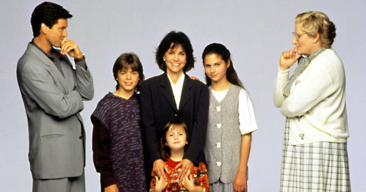 Here's the MrsDoubtfire cast, then and now: