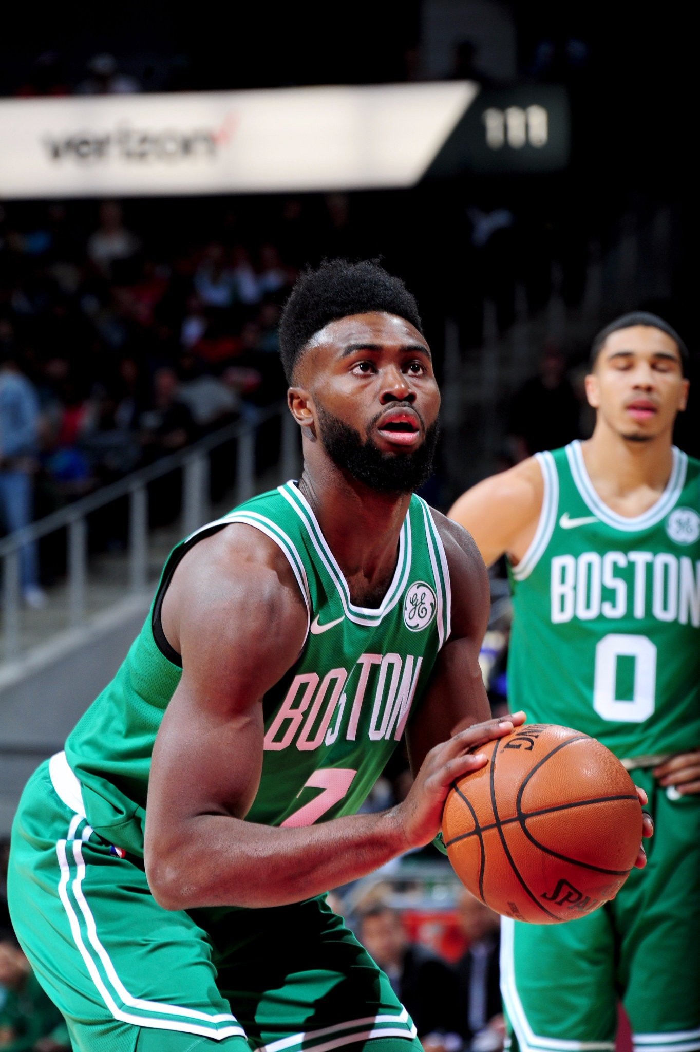 For the @celtics 15th straight win, Jaylen Brown poured in a career-high 27 PTS... on 77% from the field! #Celtics https://t.co/0iX5WJ6BWh