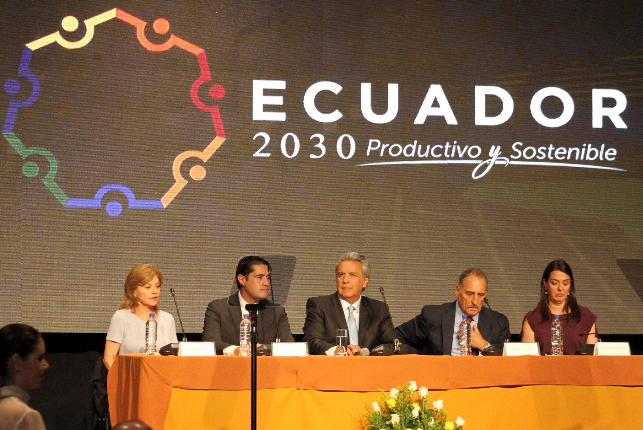 """Es importante empezar a pensar de manera diferente"", @Lenin Moreno #Ecuador2030 https://t.co/PwzGcLx4I0"
