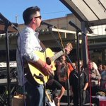 """Pete Stringfellow sings """"Santa Rosa"""" at fire benefit"""