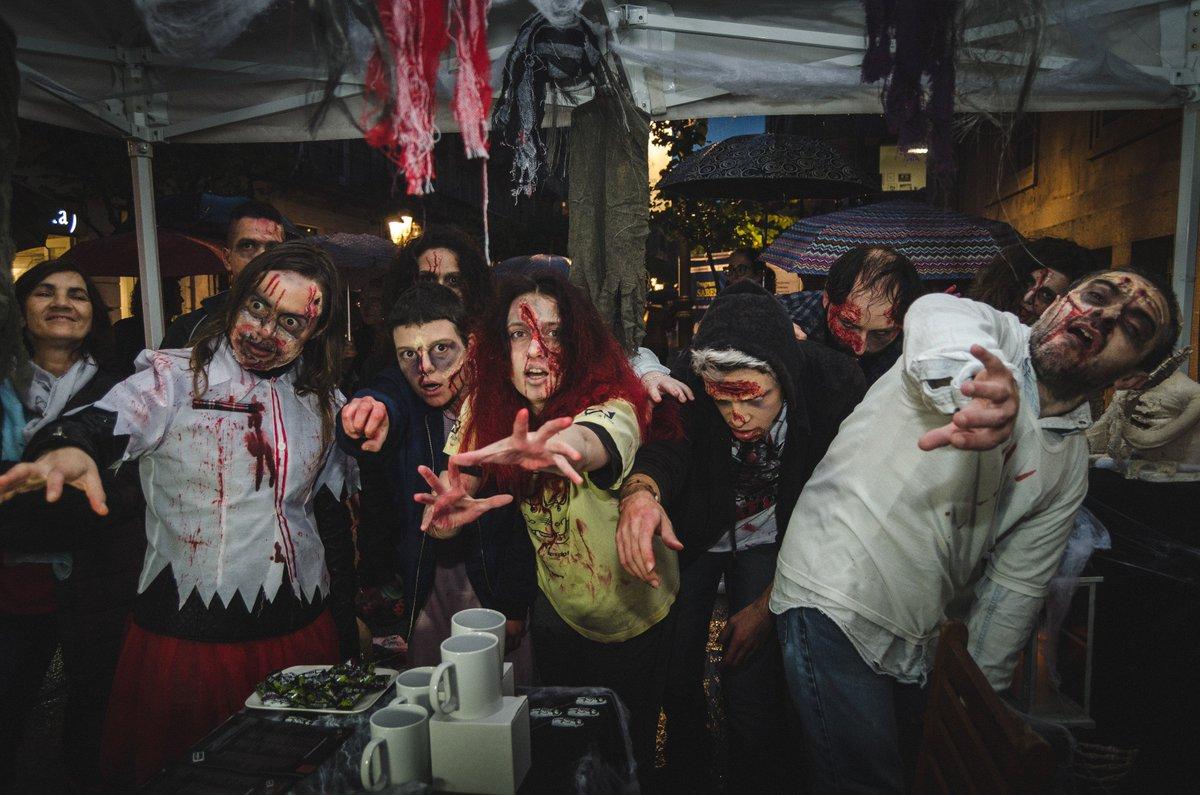 Invasión zombie do venres 3 de Novembro polas rúas do centro da cidade! #ourense https://t.co/G0F20dHnMo https://t.co/GqPHHLeOYc