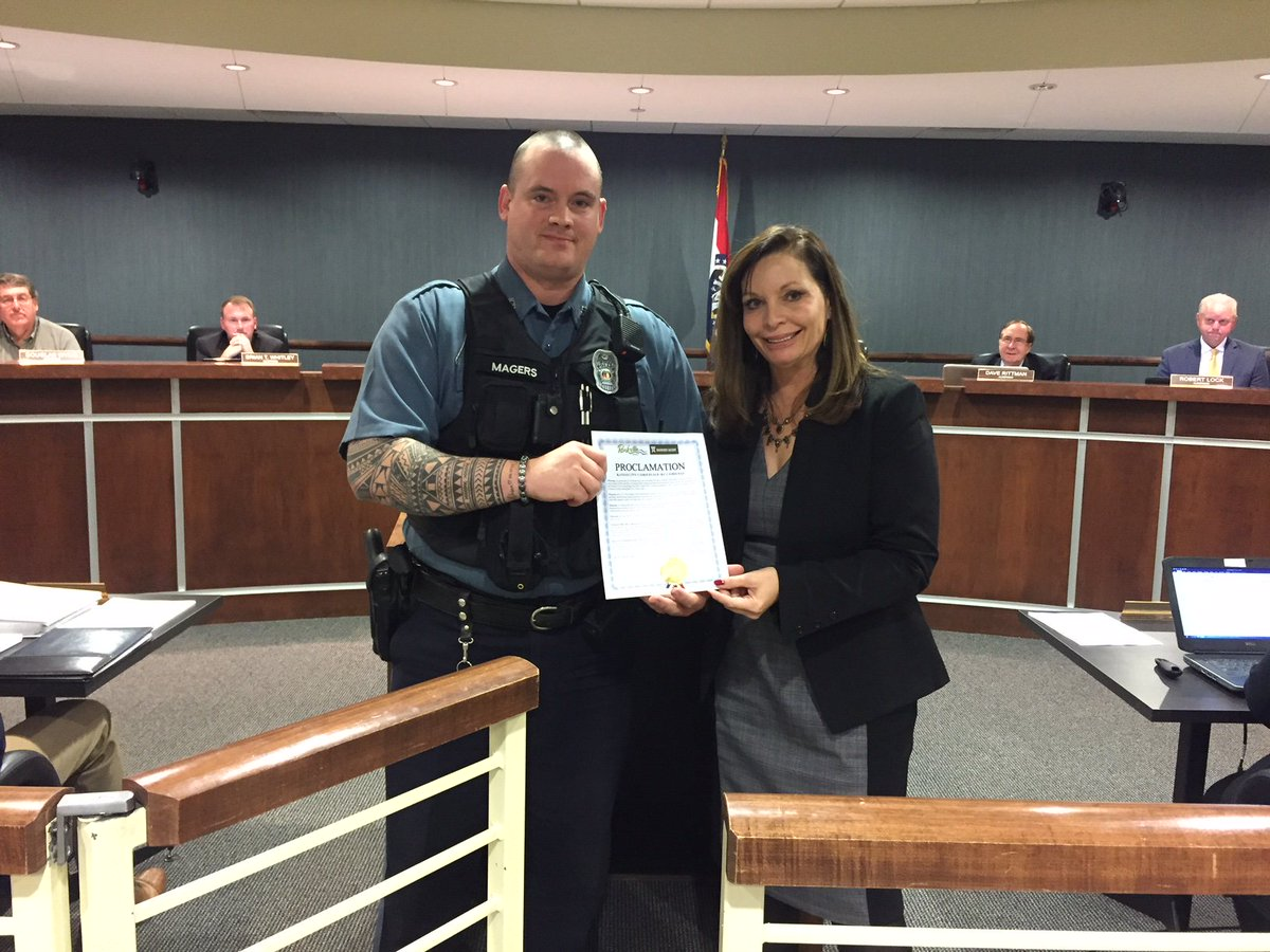 test Twitter Media - At last night's @parkvillemo Board meeting Mayor Johnston proclaimed November 9th as KC Camo Day. @kcpolice Officer Magers accepted the proclamation. https://t.co/XunFNjqoPd