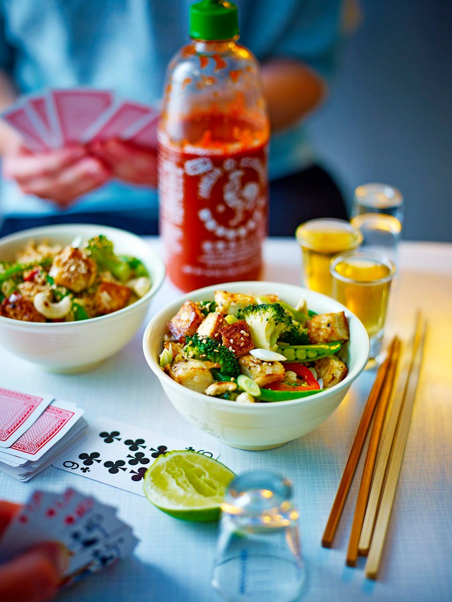 ???? Well you can tell by the way I use my wok I'm a tofu man, it's time to chop ???? https://t.co/5vg9g9liAp https://t.co/i2p1g8MSx4