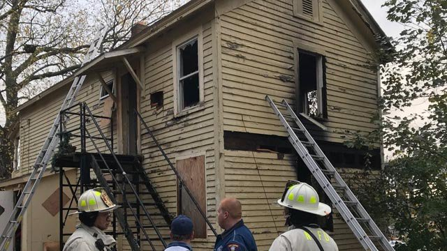 Man dies after being pulled from New London house fire
