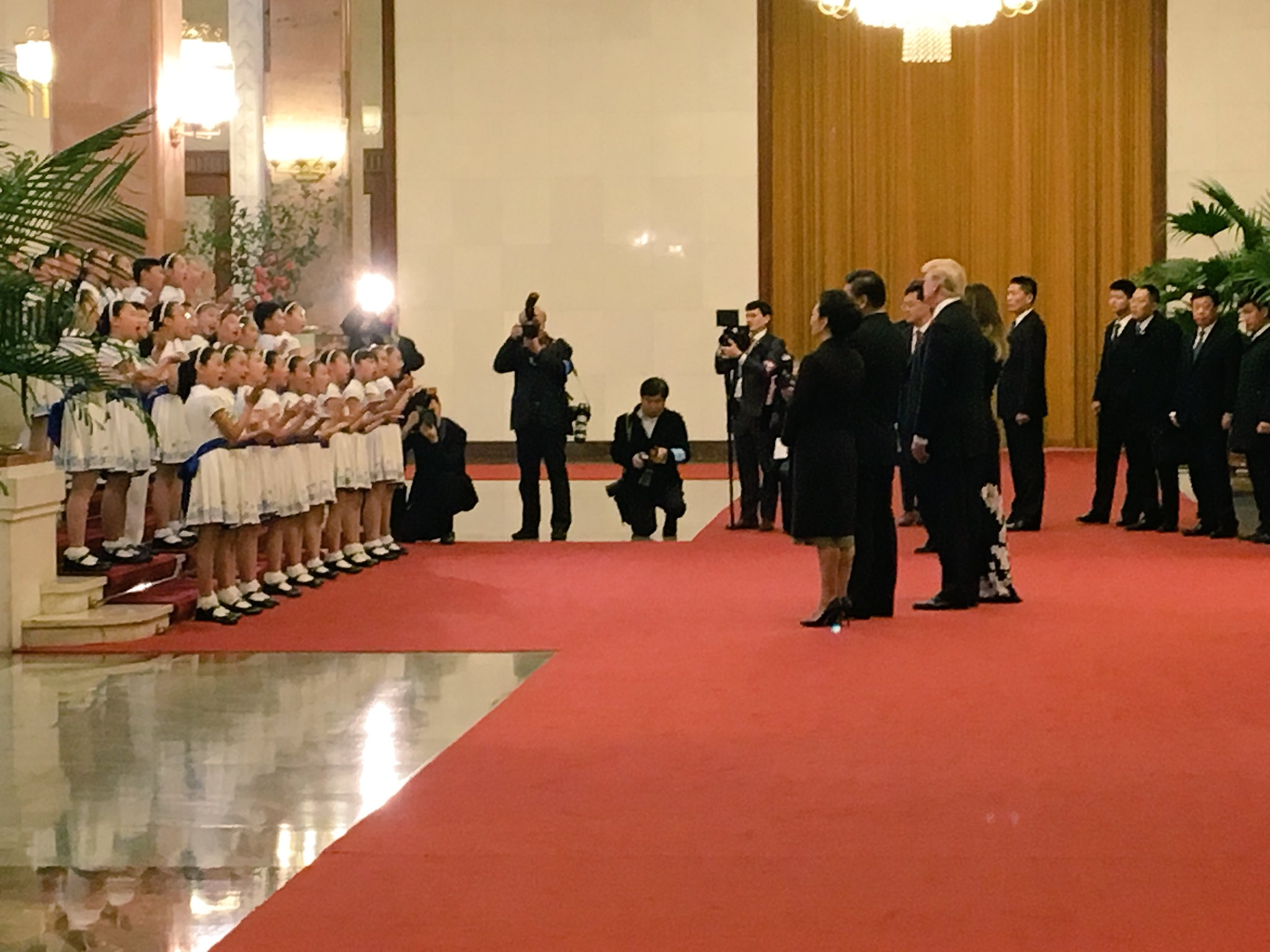 Chinese Children's choir sings to @POTUS and @FLOTUS upon arrival at the Great Hall. #POTUSinAsia https://t.co/7yiXsumQ99