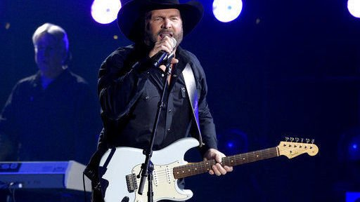 Garth Brooks wins entertainer of the year at CMA Awards