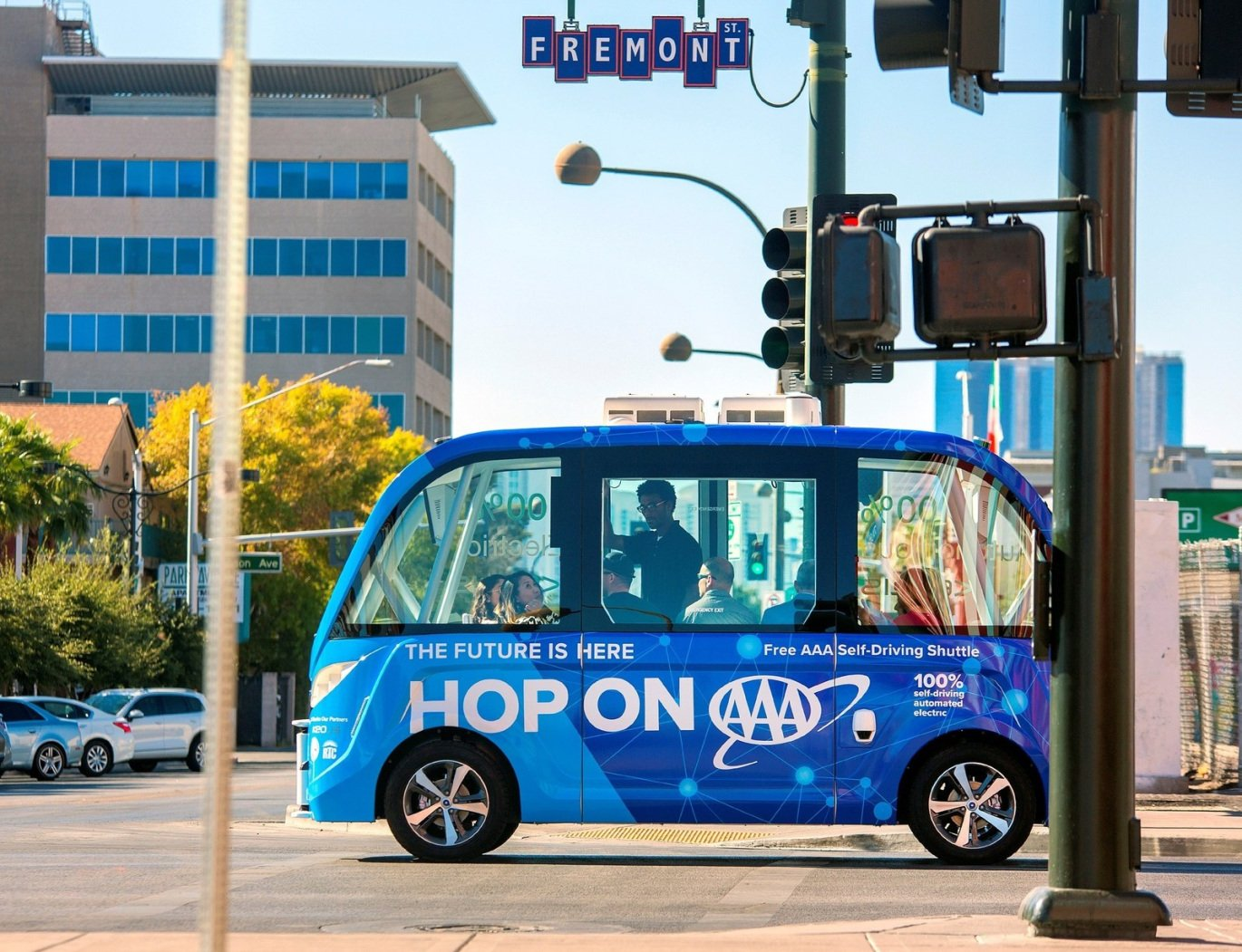 Driverless shuttle in Las Vegas gets in fender bender within an hour https://t.co/6Uwp0P9H11 https://t.co/j3bfTR6PaO