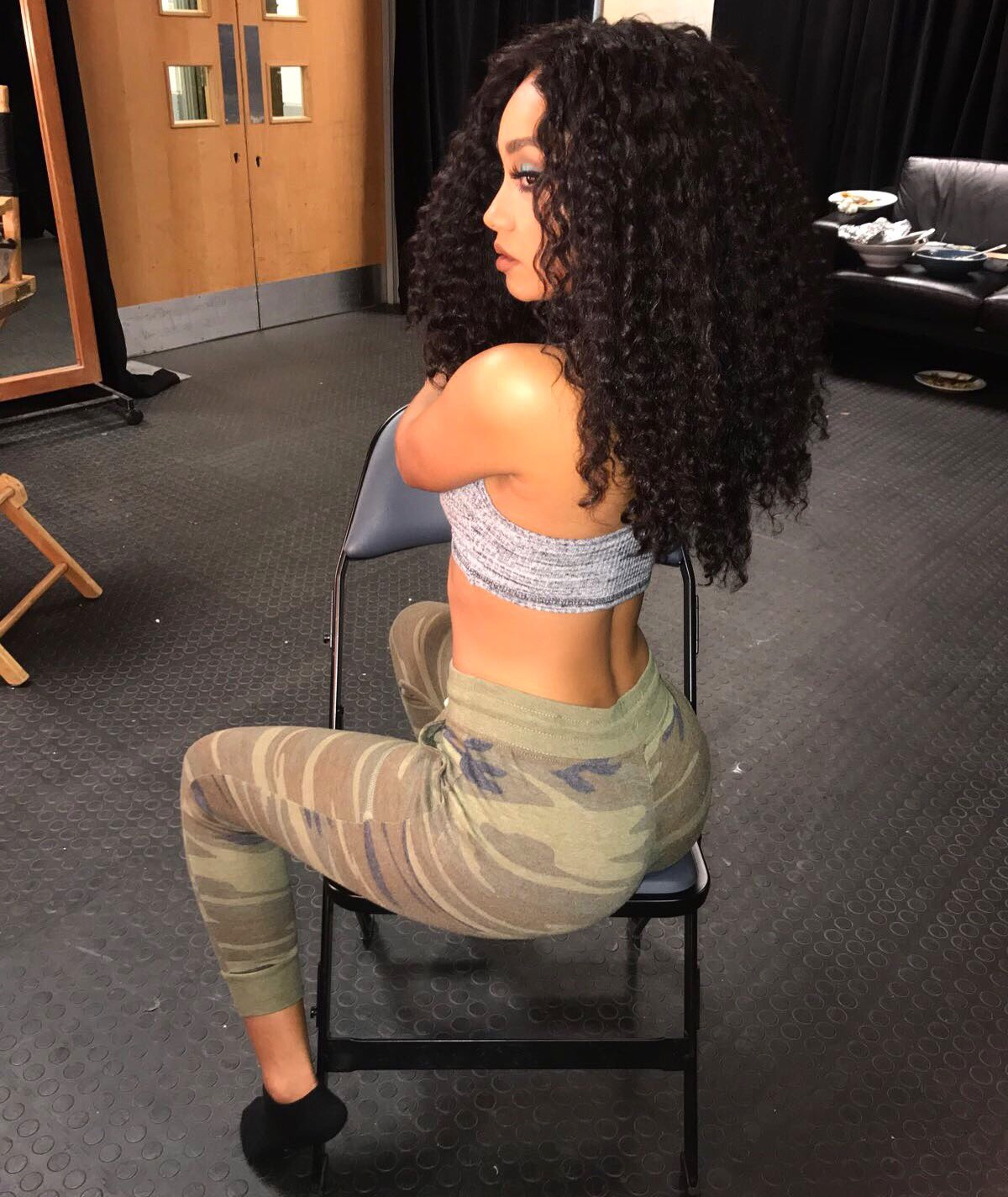 Lounging.. ❤️ x Leigh https://t.co/bPozCnOdpF