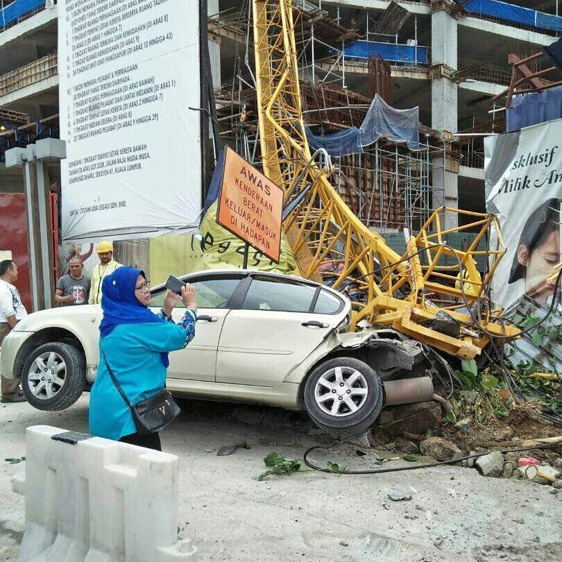 test Twitter Media - RT @safetyphoto: crane collapse Kuala Lumpur https://t.co/3Z3BYaFJ3e