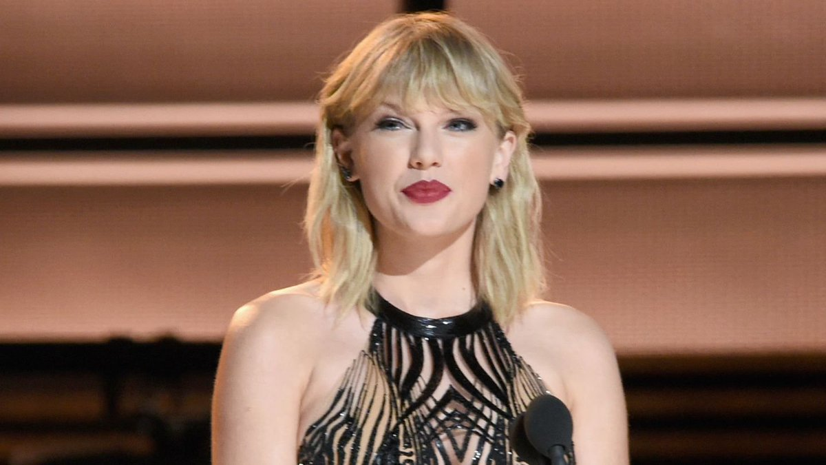 Watch Taylor Swift's Reaction To Winning Her First CMA Award In Four Years