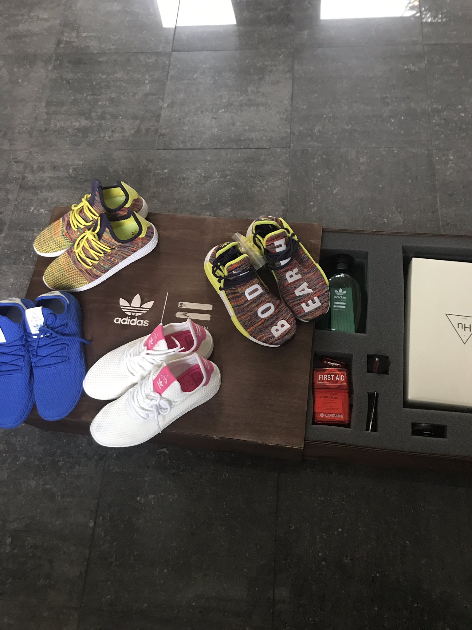 Thank u my bruh @Pharrell who always keep me laced up in the fresh kicks!������������ VA style https://t.co/jEl3qHglIh
