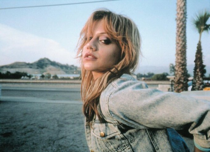 Happy 40th birthday brittany murphy. this is my favorite pic of her. rest well.
