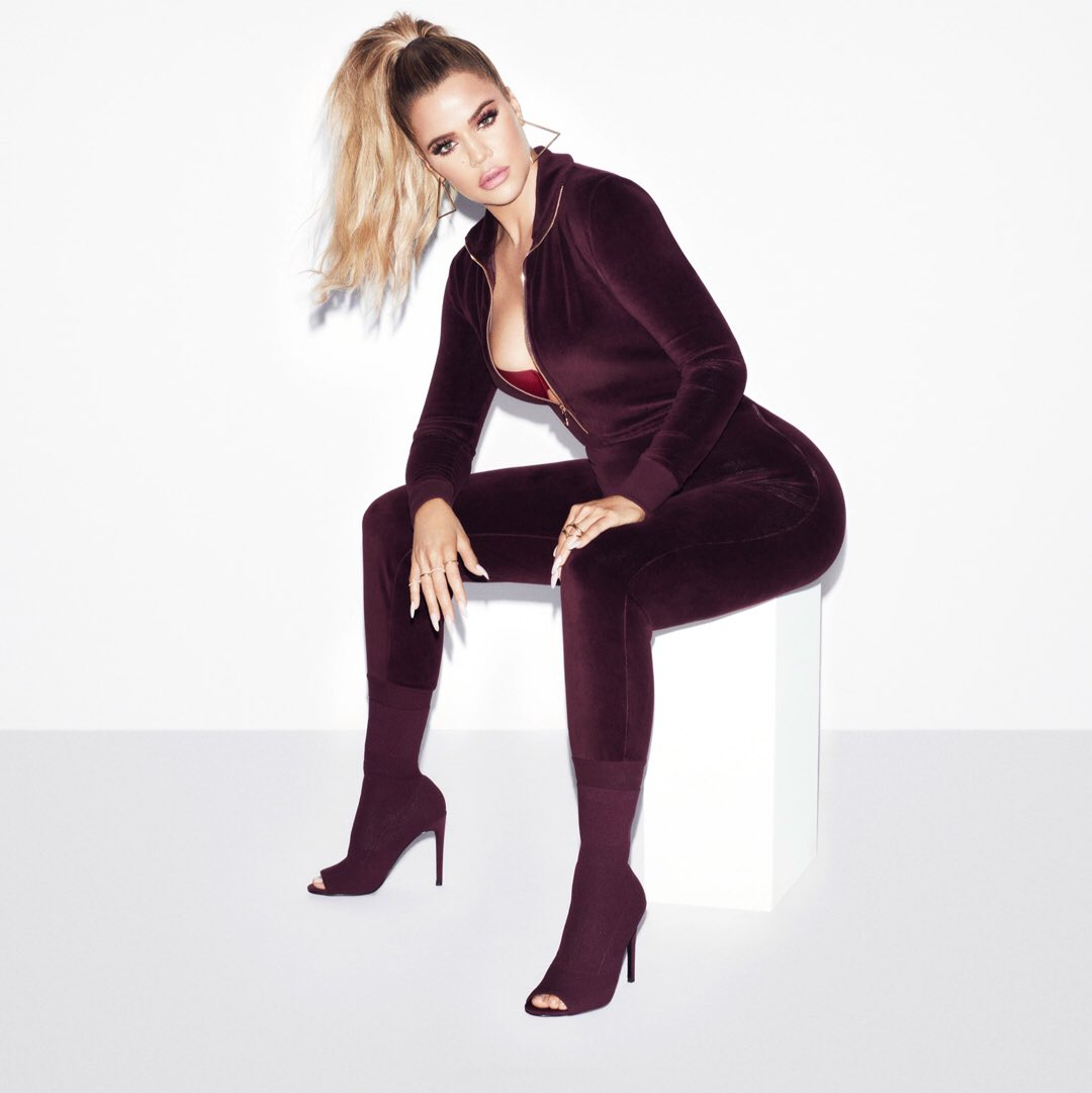 You guys are going to love our new @goodamerican velour sweats and velvet bodysuits!! https://t.co/ibYoKBovfA https://t.co/VoKcOC3FD4