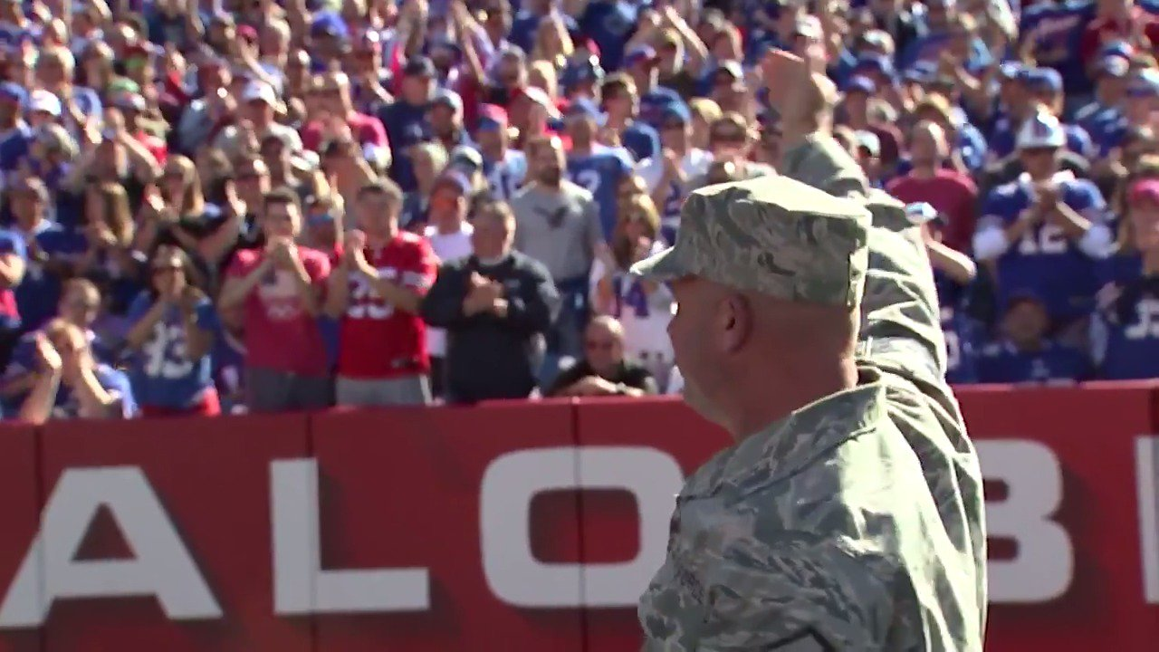 Our Bills know who the real heroes are.  Thank you, veterans. ���� #SaluteToService #VeteransDay https://t.co/ir48Yyx5Ei