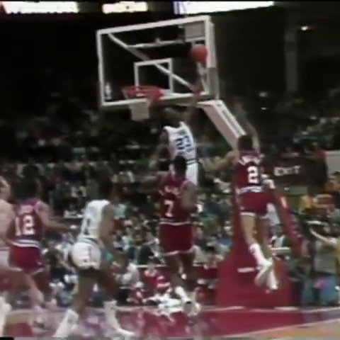 1988 #NBAAllStar Chicago Friday Flashback...   MJ swats it and hits ahead to @DWilkins21 for the SLAM! https://t.co/yI1QDxJKVE