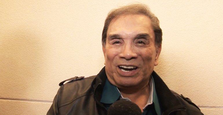 Dede Santana. Foto do site da Caras Brasil que mostra Aos 81 anos, o eterno trapalhão Dedé Santana, fala o que o mantém na ativa e que faz aflorar sua jovialidade