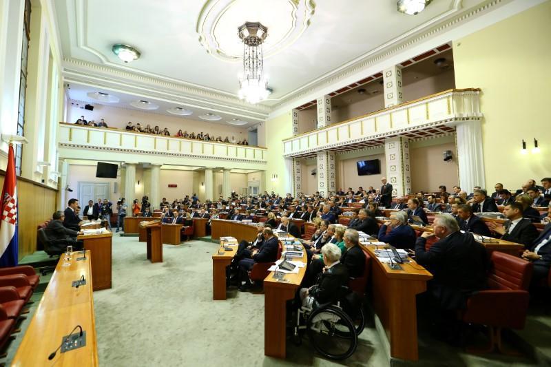 Croatia government survives no-confidence vote over Agrokor debt crisis