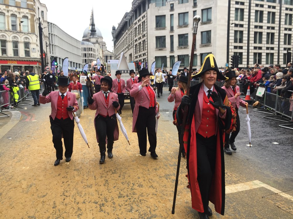 Here's our gatekeepers in their traditional pink coats #LordMayorsShow https://t.co/onwzWfxcu9