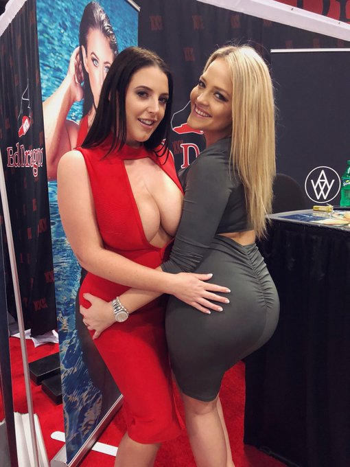 I love this woman and her world famous booty 😍❤️ @Alexis_Texas https://t.co/iSINKLuifP