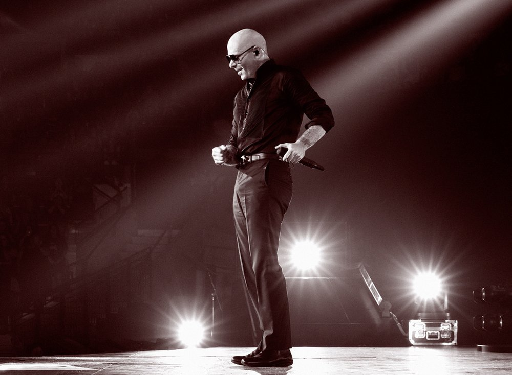 Back in the 305 to give it everything #EnriquePitbullTour https://t.co/iT4TGCE3wN