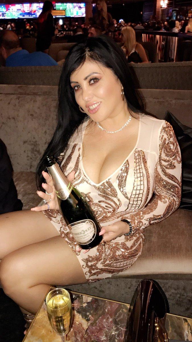 Champagne time 😘 🥂 gwoGCUgHZO