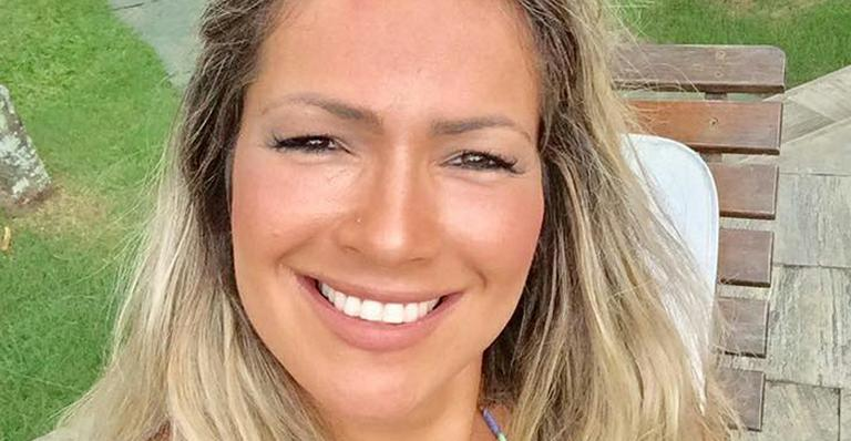Belo. Foto do site da Caras Brasil que mostra Fani Pacheco chega aos 85 kg e posa só de lingerie: 'O que é grande é sempre belo'