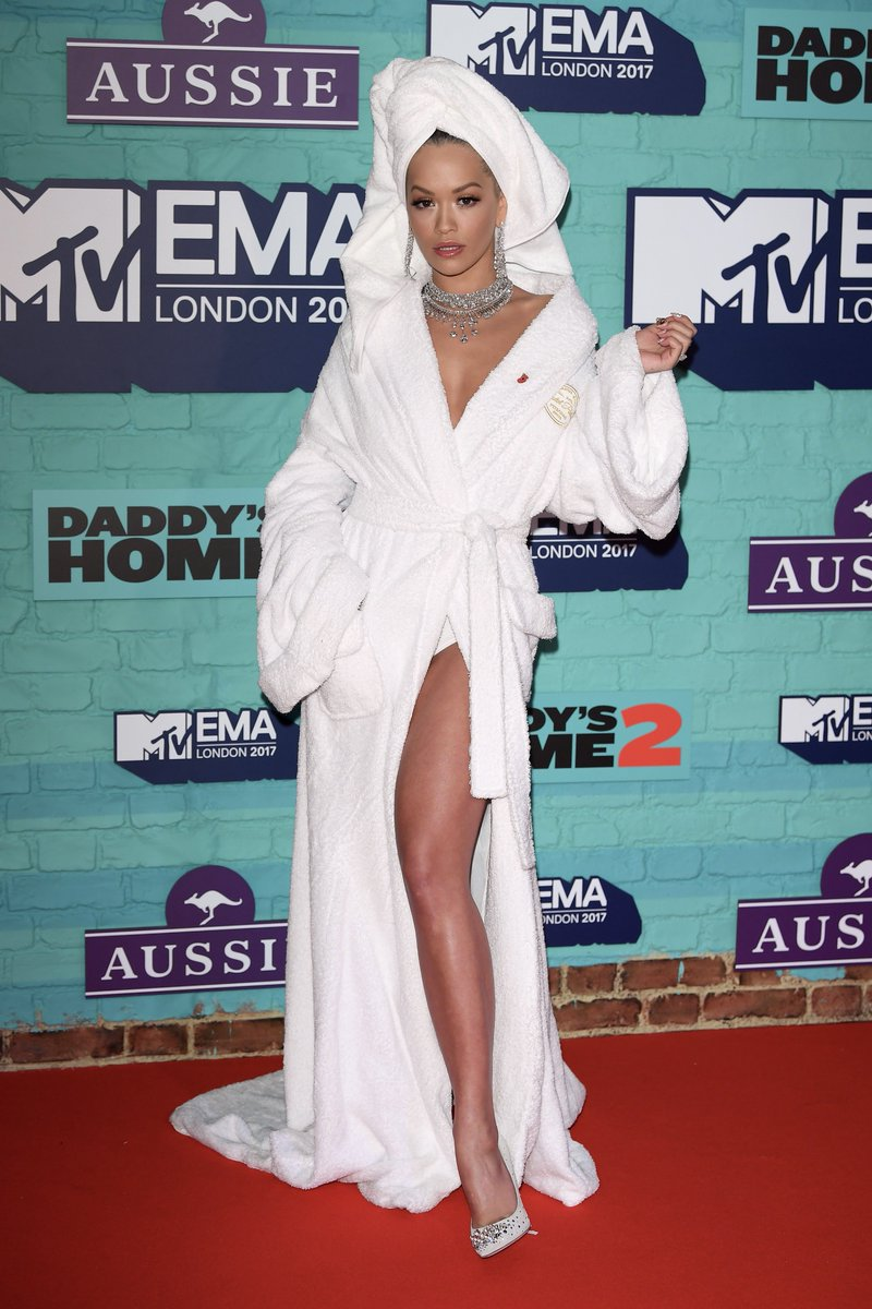 RT @mtvema: Um, this red carpet look is ICONIC @RitaOra! https://t.co/HXYAMQFJev