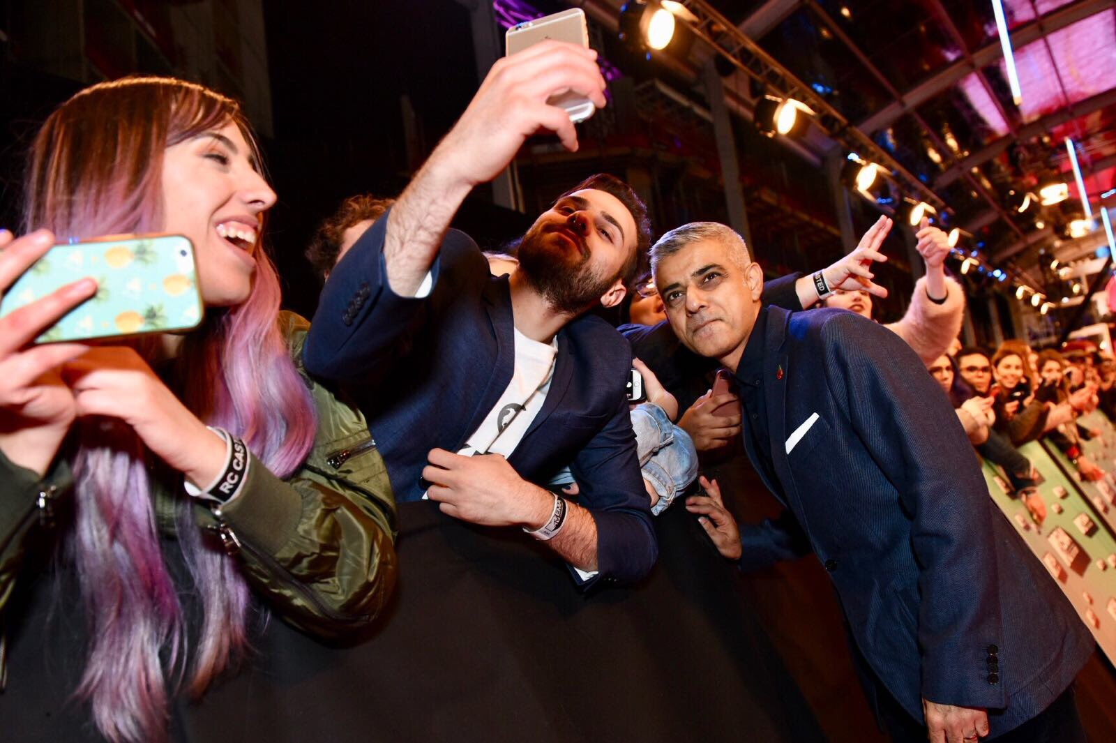 London, are you ready for #MTVEMA 2017? #LondonIsOpen https://t.co/SWTqvZ4Lma