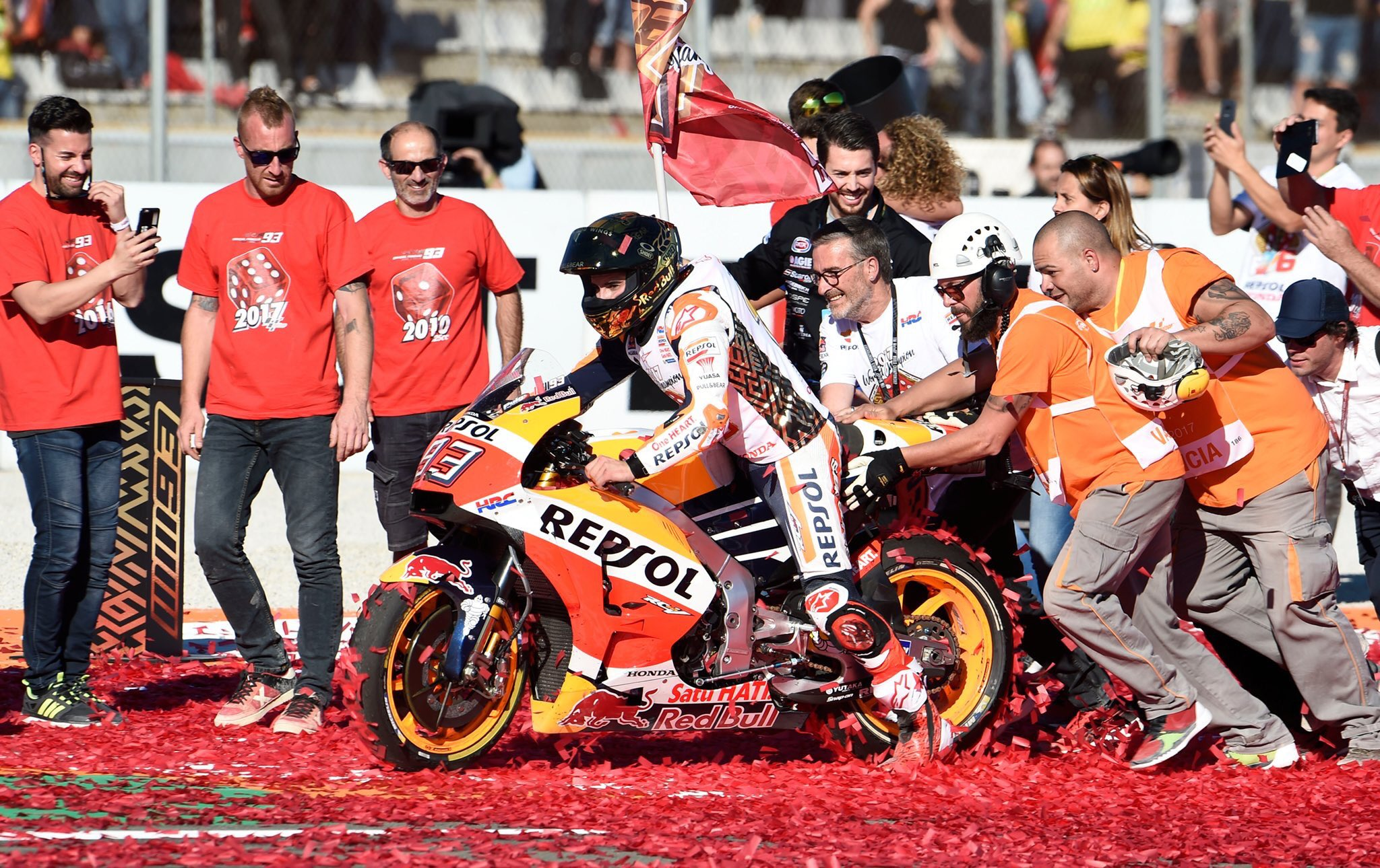Enorme @marcmarquez93!! Muchas felicidades!!! �� https://t.co/oteUNrowLE