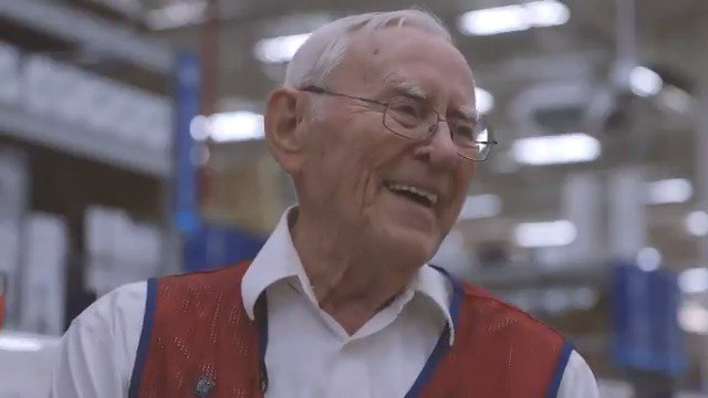 Bob Adams is a hero.  The 93-year-old World War II veteran will be seated in our 'Row of Honor' Monday night. https://t.co/zOQXqZNMPO