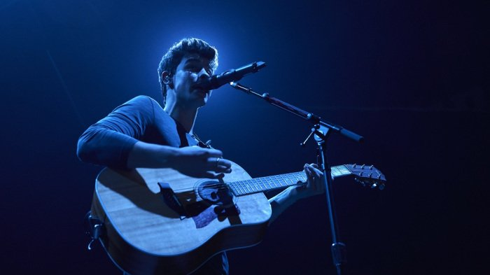 .@ShawnMendes won the best song and best artist awards at the #MTVEMA https://t.co/3s4x1WeZXR https://t.co/24wJXmBW6e
