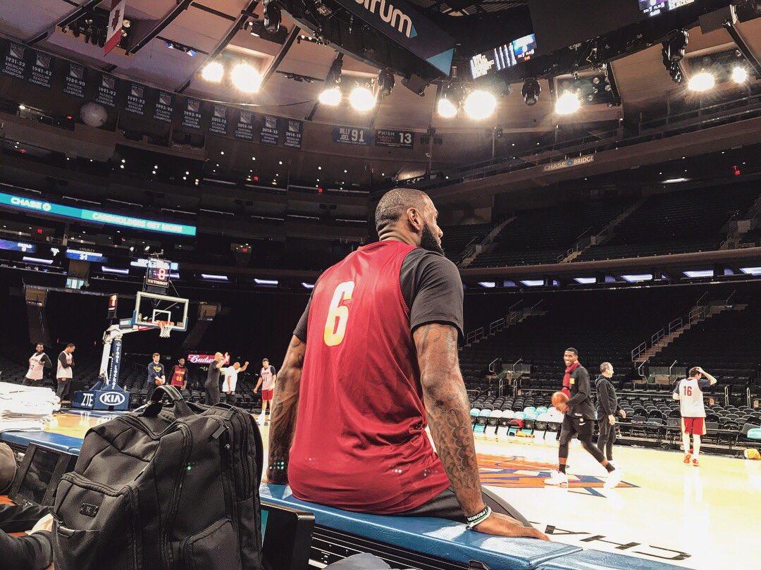.@KingJames checks in from @TheGarden.  WATCH: https://t.co/3cwdmhYc6A  #CavsKnicks    #AllForOne https://t.co/iXvJZdbqVM