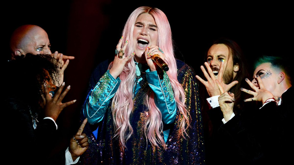 Kesha Bathed In Rainbow Lights And Glitter For Her EMA Performance