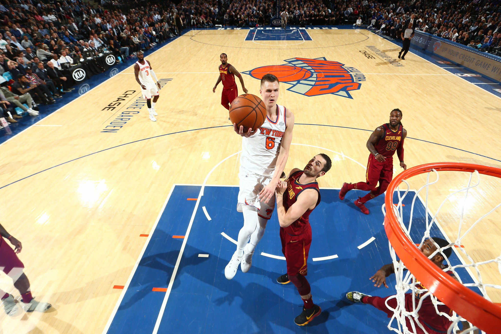 #LeaguePassAlert  The @cavs have cut into a 23 point deficit.   @nyknicks lead 92-86 with 4:17 to play. https://t.co/LdIoCJmJjE