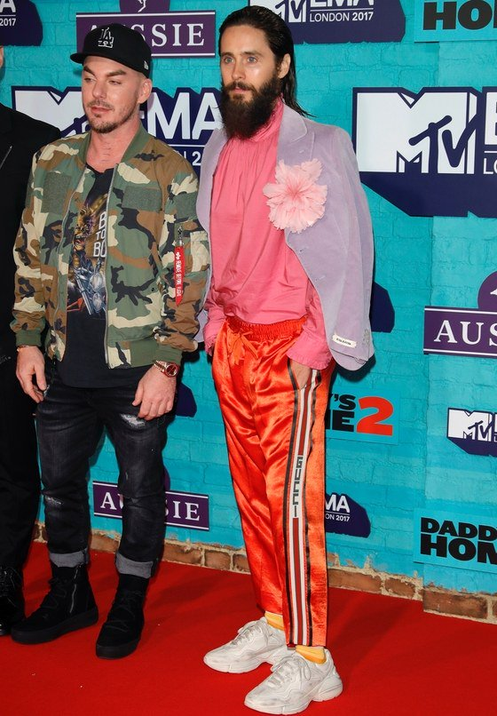 The 2017 #MTVEMA red carpet was stacked with every menswear trend https://t.co/A0YZCryn4y https://t.co/4FhrnuKexX