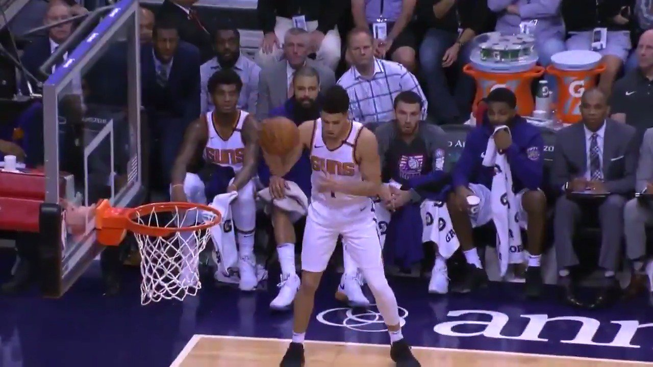 Devin Booker pours in 22 first half points in PHX! https://t.co/wywz6sDk9u