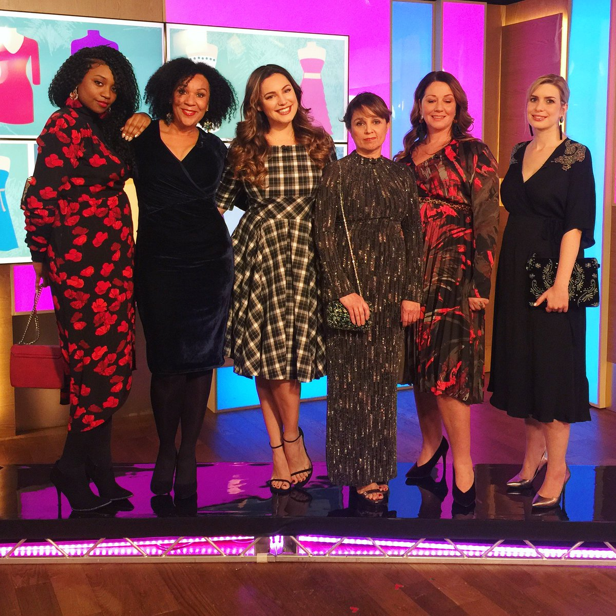 RT @thismorning: Say YES to a winter dress! @IAMKELLYBROOK ???? https://t.co/7XQc7Re9tG https://t.co/H2q0TA5y1L