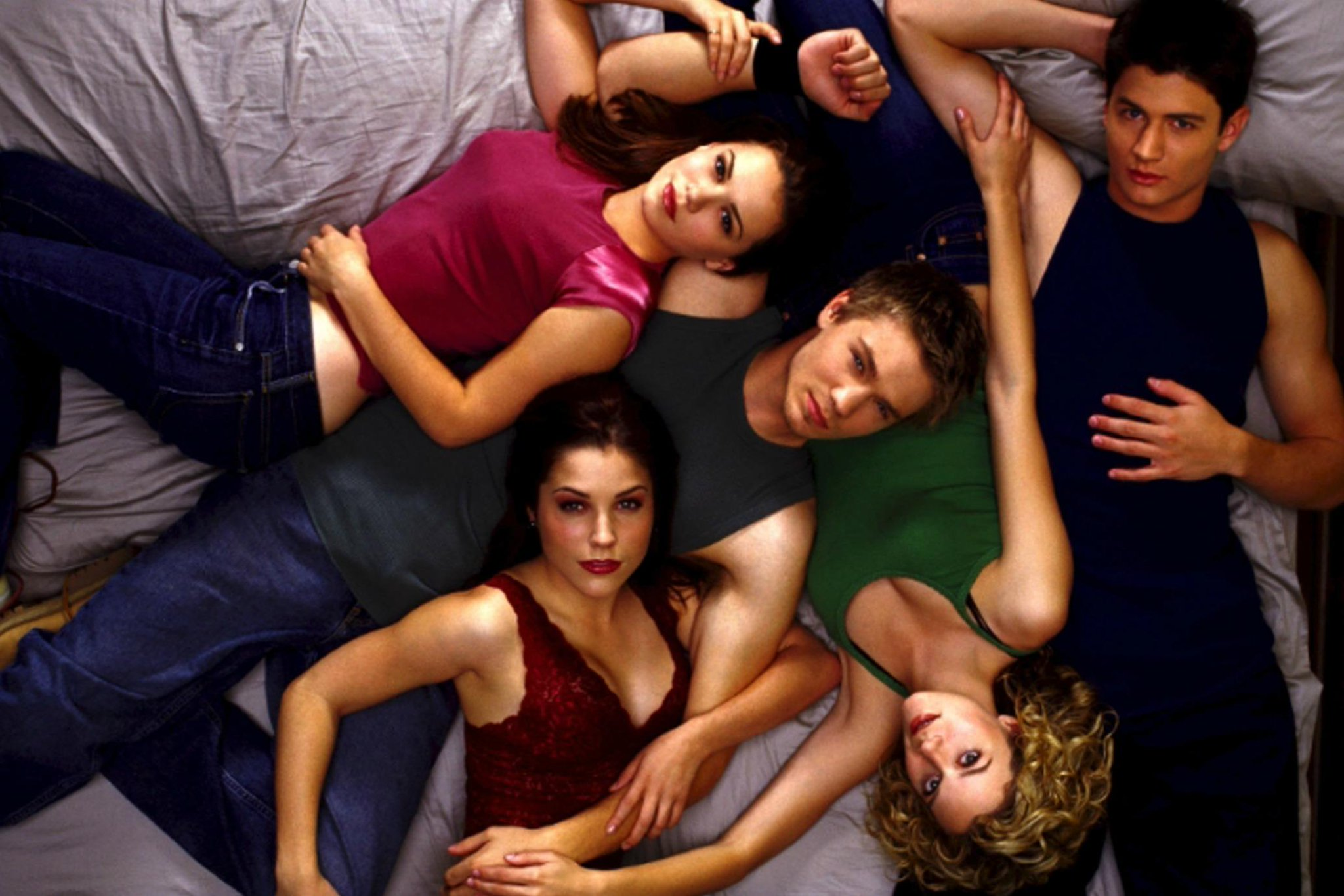 One Tree Hill cast accuse show's creator of sexual harassment https://t.co/VdHt4sXXKn https://t.co/QifzGbWFlv