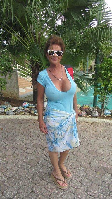 Walking around the resort in Jamaica. https://t.co/VMaIDzqFGX