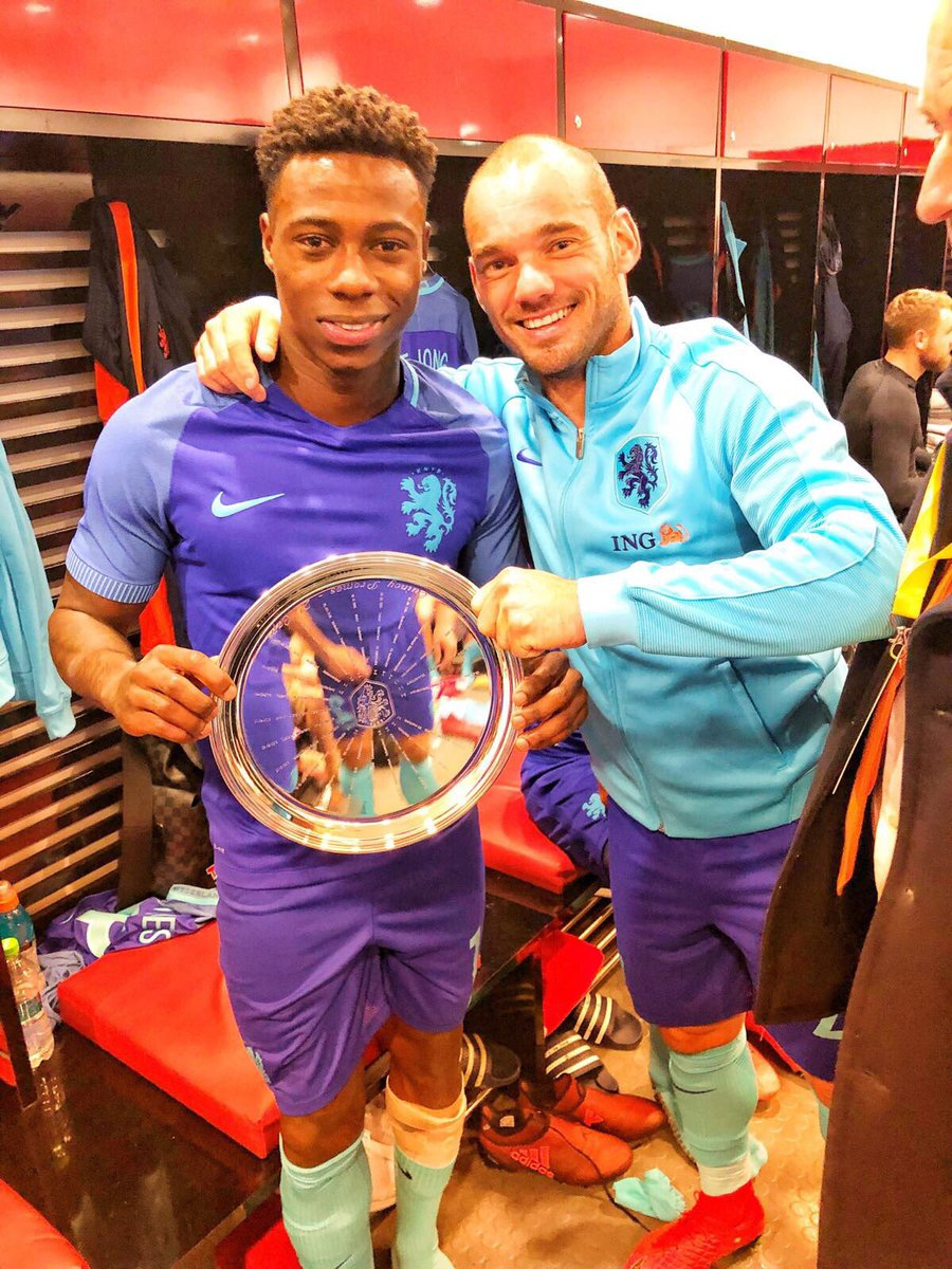 Proud to have played my 25th cap. Still some to go to get to the 133 caps of this legend 😂 @sneijder101010 https://t.co/PDqvKSxicy