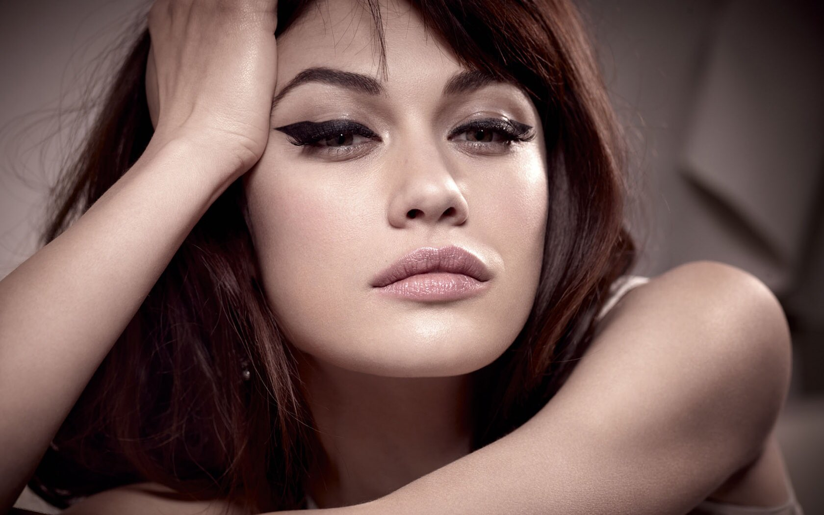 We wish a very happy birthday to the gorgeous Olga Kurylenko! ¡Feliz cumpleaños