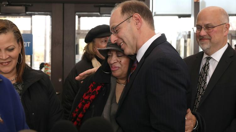 Man in prison for 29 years to be freed after Cook County prosecutors drop charges