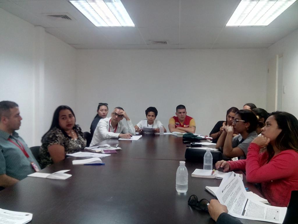 Reunión entre @MIJPVenezuela y el @InaMujerOficial para evaluar avances de la campaña #LaPazComienzaEnCasa @MinMujer https://t.co/zkafR9isda