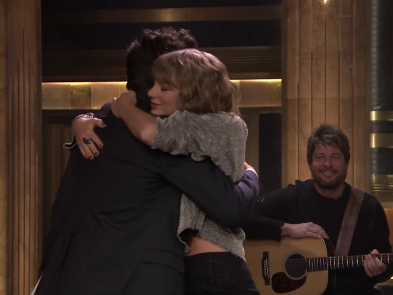 Taylor Swift's subtle, heartbreaking tribute on Jimmy Fallon has gone viral https://t.co/NOPkbRYymE https://t.co/FPzW2I17FZ