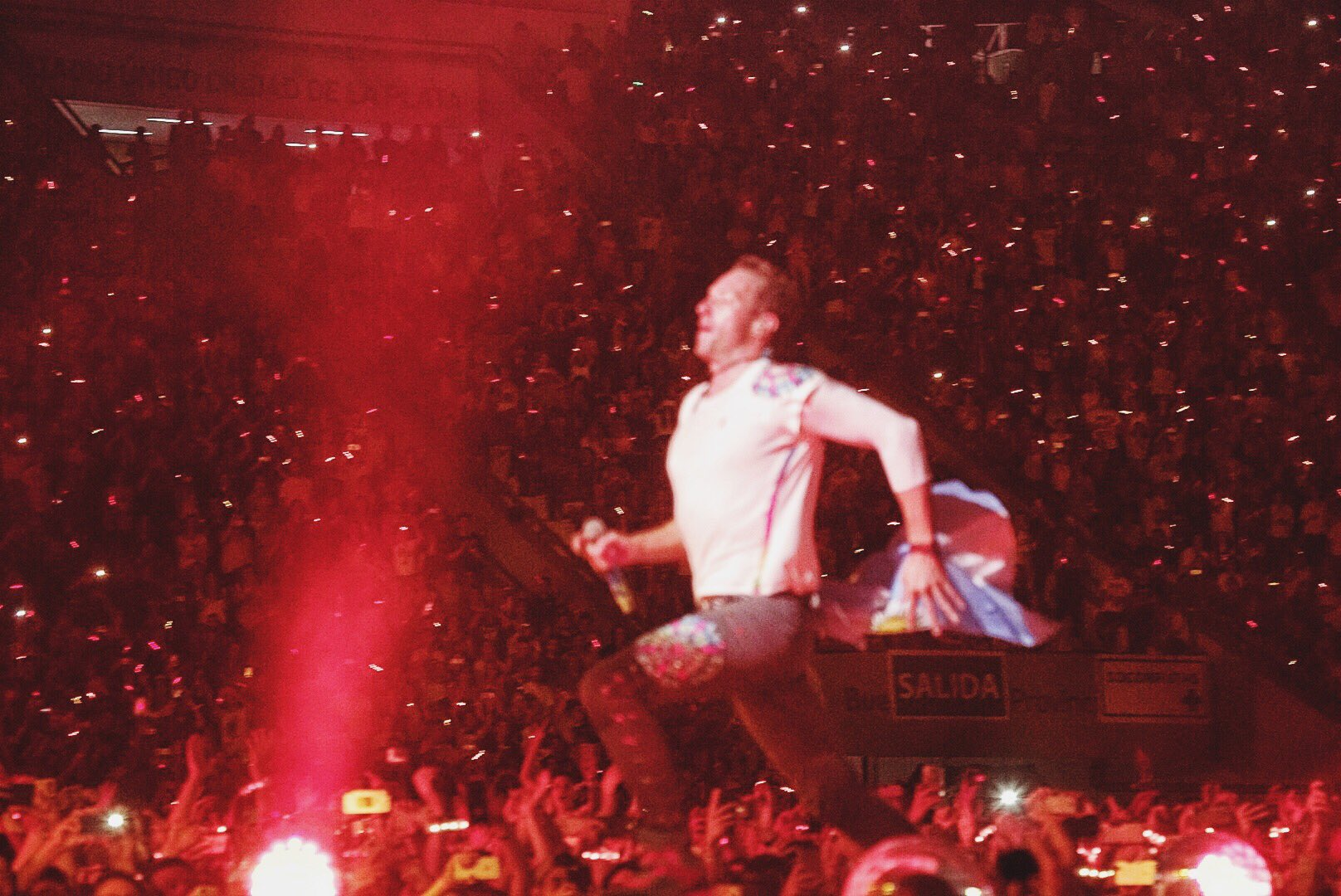 Fix You. R42 #ColdplayBuenosAires https://t.co/3lCMrO54qF