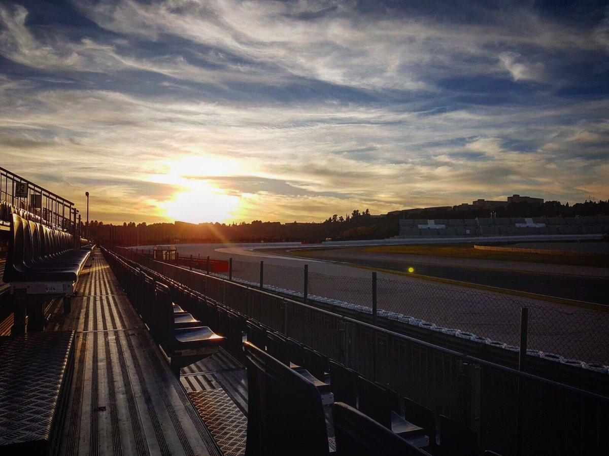 test Twitter Media - The sun sets on the Valencia test for 2017.   'Til next year👋 #MotoGP https://t.co/5plmAcWwRk