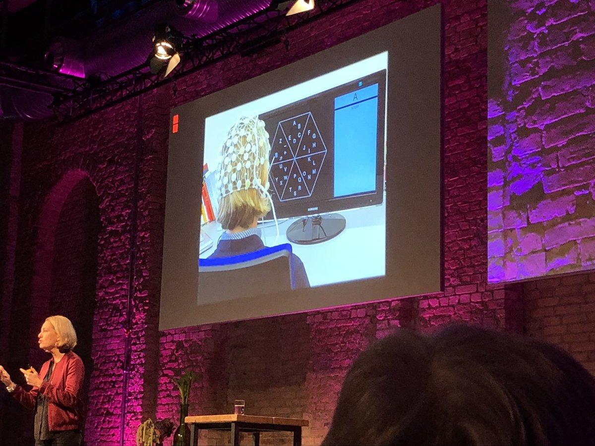 test Twitter Media - Boah @mmeckel berichtet nicht nur, was alles an Mensch-Maschine-Interaktion geht, sie probiert es auch alles selbst aus. Respekt #menschmaschine #digitalisierung #signaleinshirn https://t.co/DhoJLHH9Ns