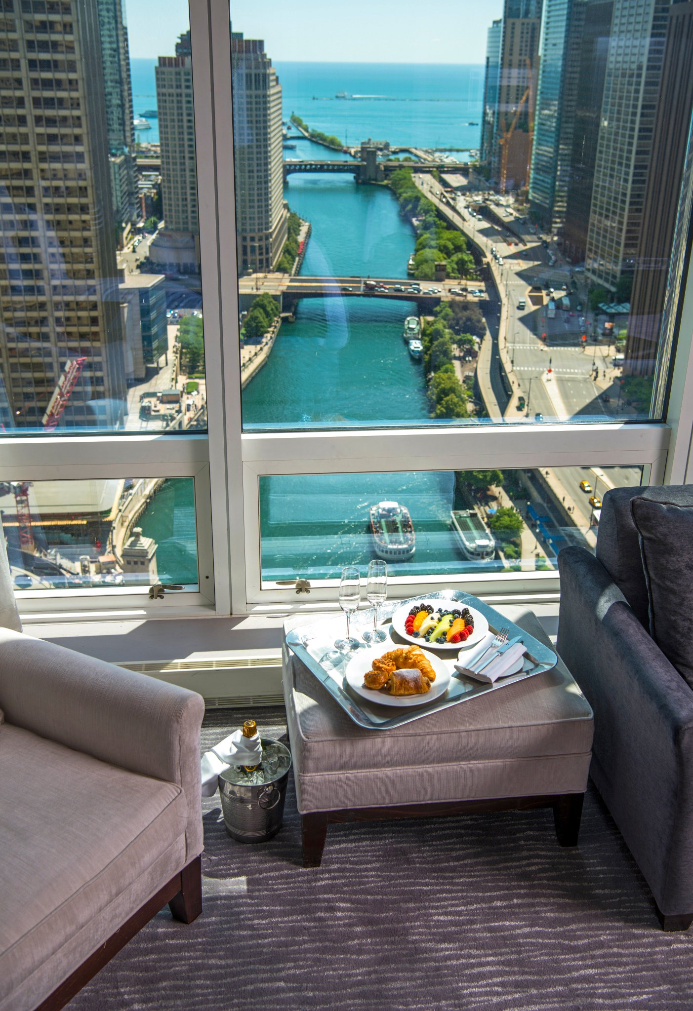Breakfast with a side of views @TrumpChicago https://t.co/edMFQoJPP0 https://t.co/EH0vqRFTZH