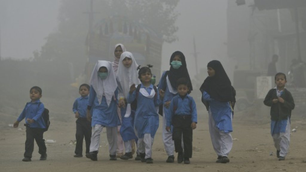 Pakistan indifferent as smog kills more people than militancy